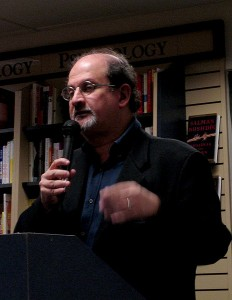 "Salman Rushdie presenting his book ""Shalimar the clown"" at Mountain View, USA, October 2005. Author: Ken Conley, a.k.a. kwc"