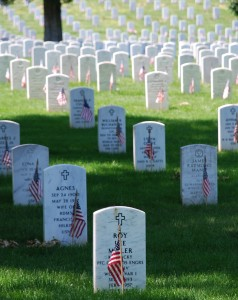 English: Picture of graves decorated with flags at Arlington National Cemetery on Memorial Day 2008. 26 May 2008. Author: Remember