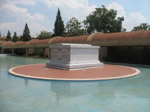 Tomb of Martin Luther King, Jr. & Coretta Scott King. 08/11/2007 Photo by Simon J. Kurtz